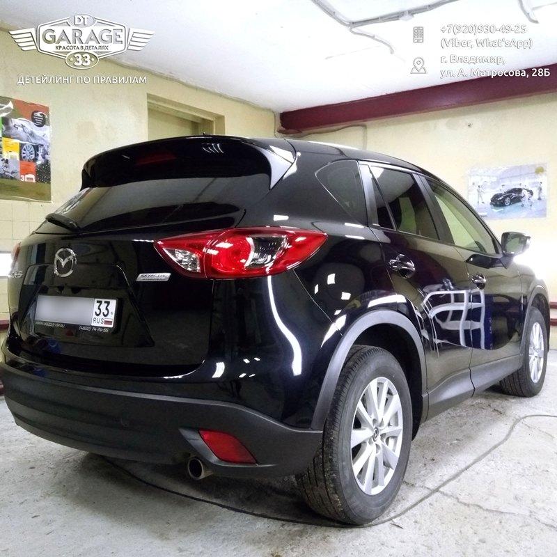 На фото автомобиль, обработанный составом Ultra Ceramic Coat