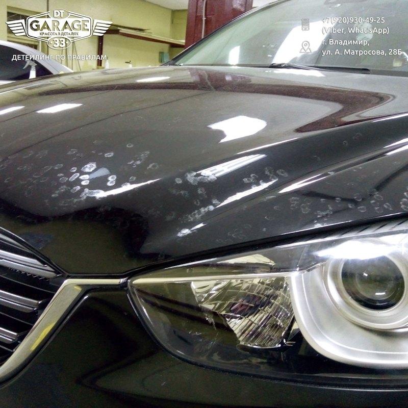На фото капот Mazda CX-5 с заделанными повреждениями на лкп.