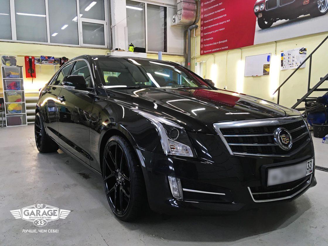 На фото Cadillac ATS в чистой зоне мастерской «DT GARAGE 33» - при искусственном свете.