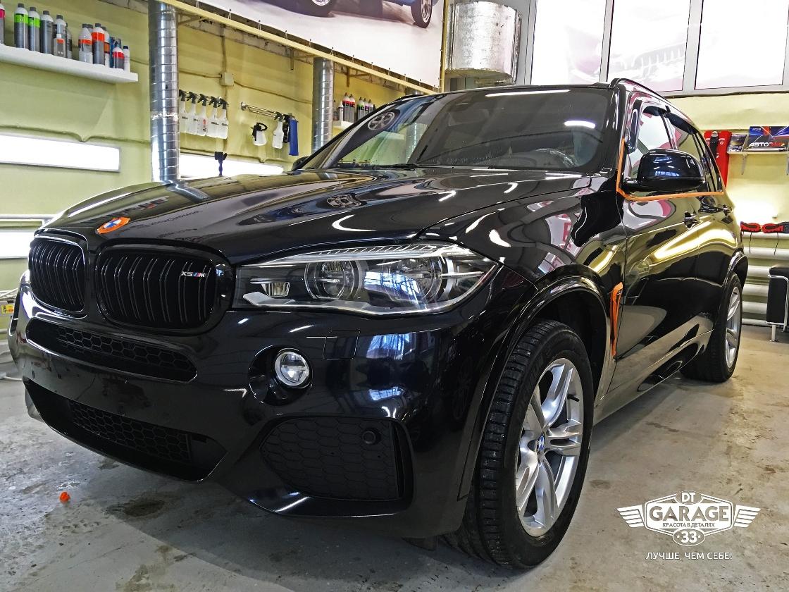 На фото автомобиль BMW X5 до начала детейлинг-обслуживания.