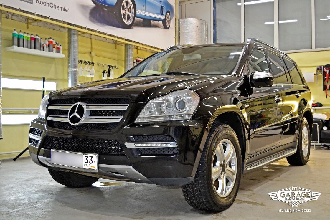 На фото общий план Mercedes-Benz GL – после полировки и ремонта сколов.