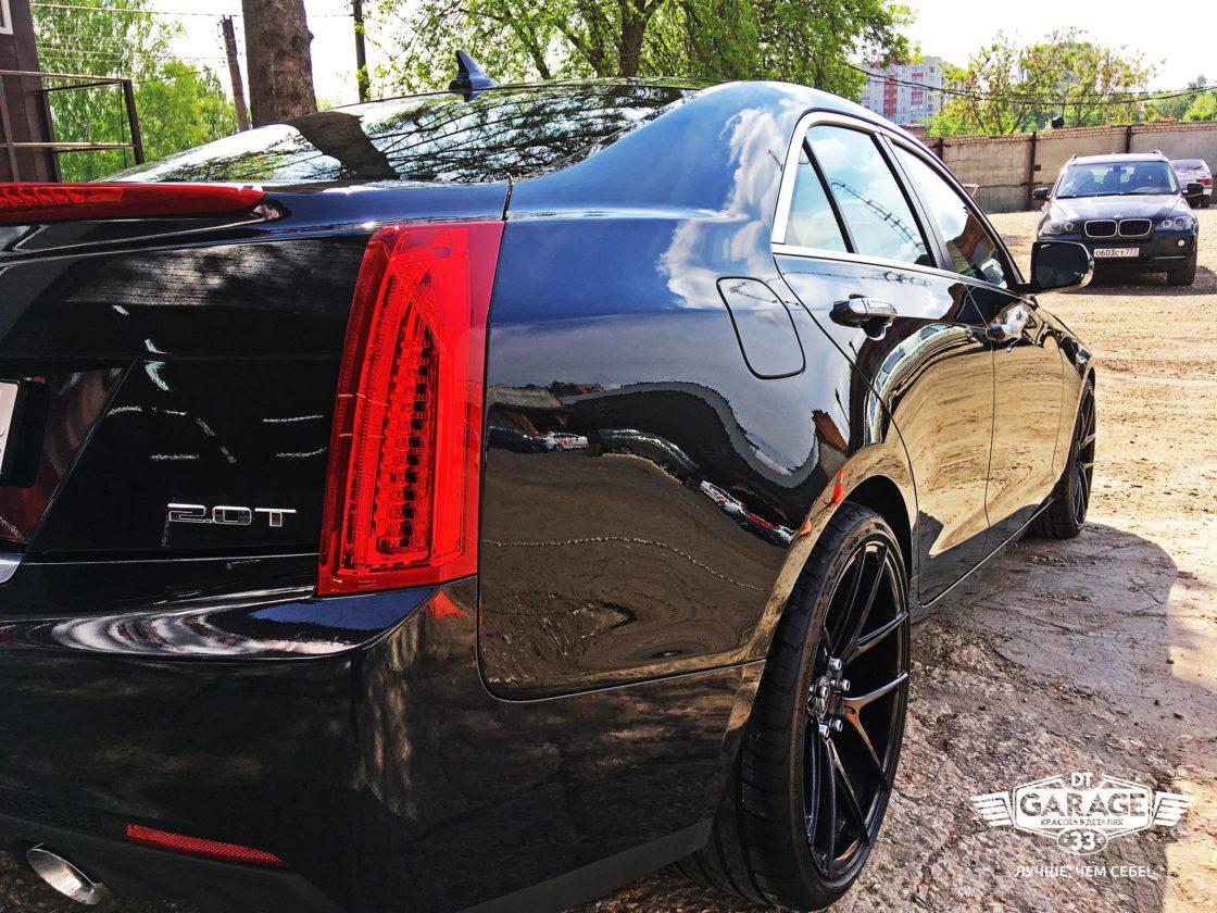 На фото кормовая часть автомобиля Cadillac ATS