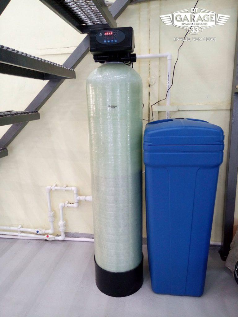 На фото система фильтрации воды детейлинга «DT GARAGE 33».