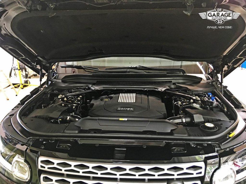 На фото чистый двигатель автомобиля