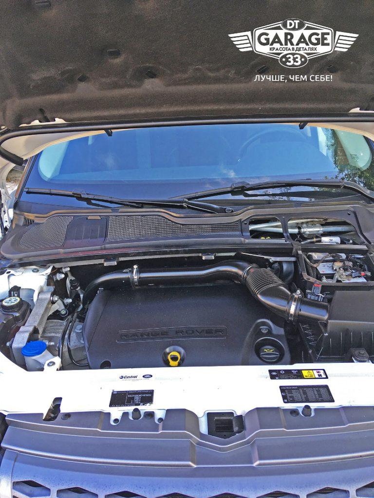 На фото мотор Range Rover Evoque после чистки.