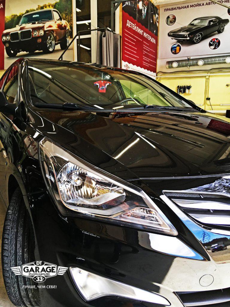 На фото фара Hyundai Solaris после полировки.