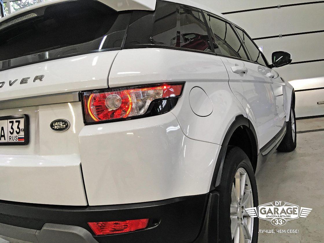 На фото задний фонарь Range Rover Evoque после полировки.
