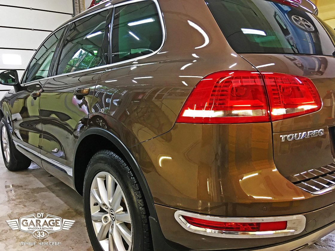 На фото автомобиль, у которого лкп, фары, фонари и колеса обработаны керамикой I-Shield.