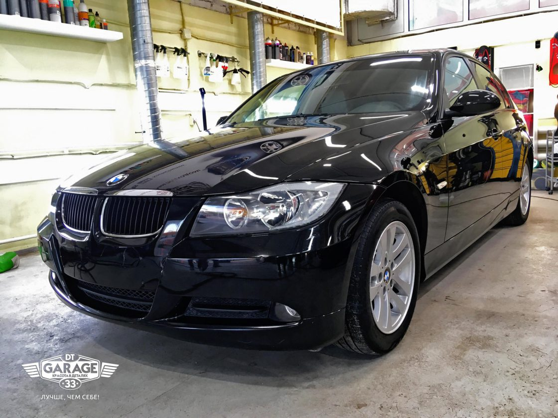 На фото автомобиль BMW в условиях чистого бокса мастерской DT GARAGE 33.
