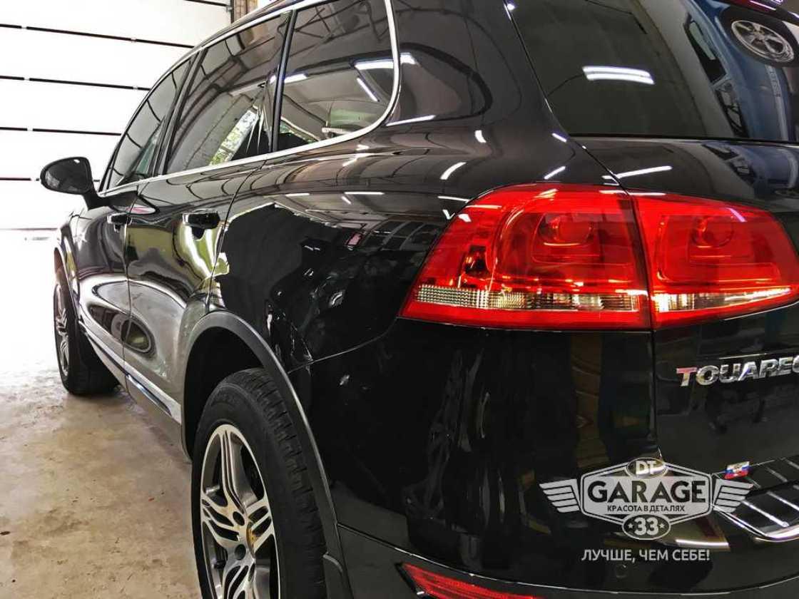 На фото задний фонарь Volkswagen Touareg после полировки.