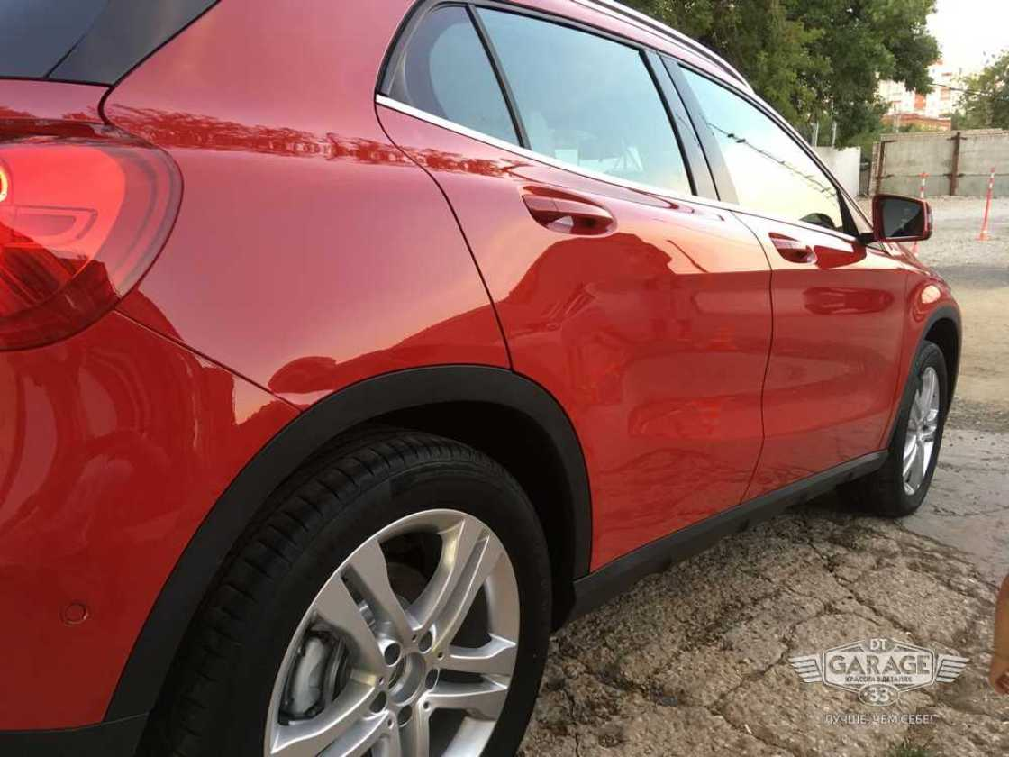 На фото Mercedes-Benz после обработки керамикой I-SHIELD 9H+