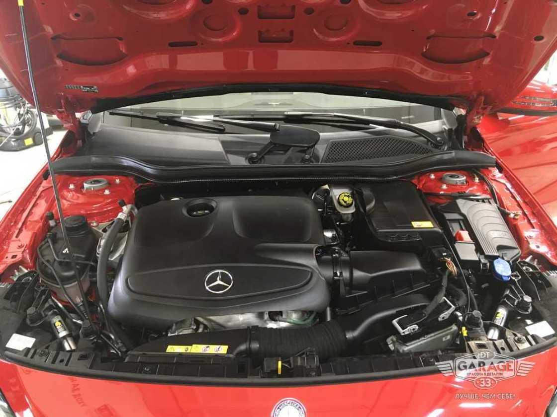 На фото двигатель Mercedes-Benz после химчистки с консервацией.
