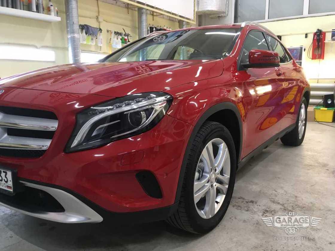 На фото Mercedes-Benz в рабочей зоне мастерской DT GARAGE 33.