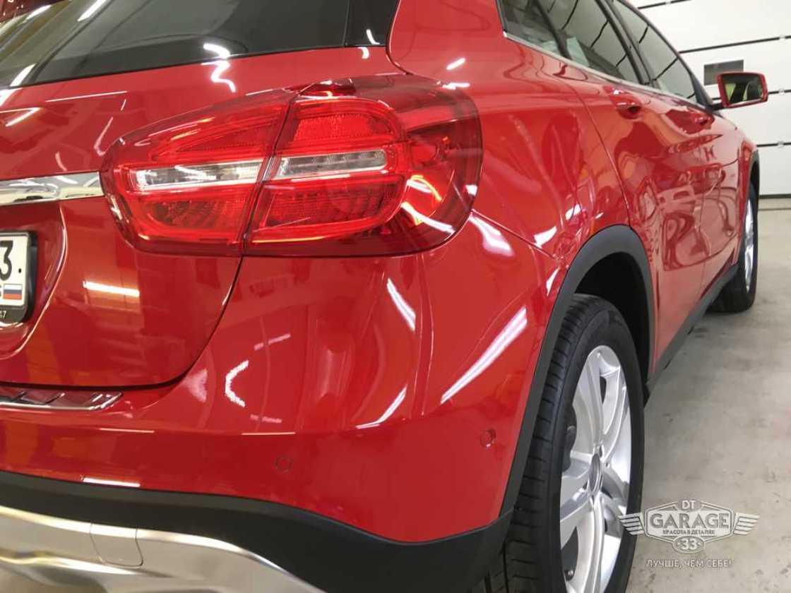 На фото задний фонарь Mercedes-Benz после полировки и обработки керамикой.