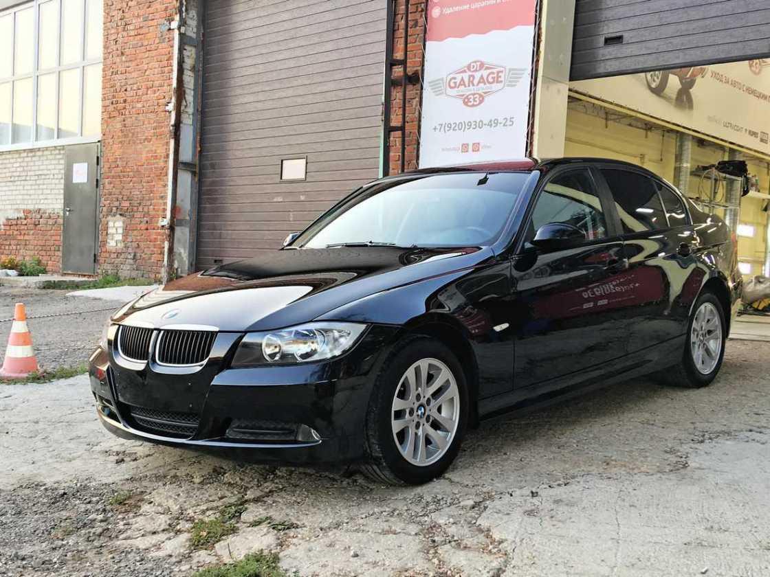Дневное фото BMW 3-Series. Смотреть результат профессиональной полировки.