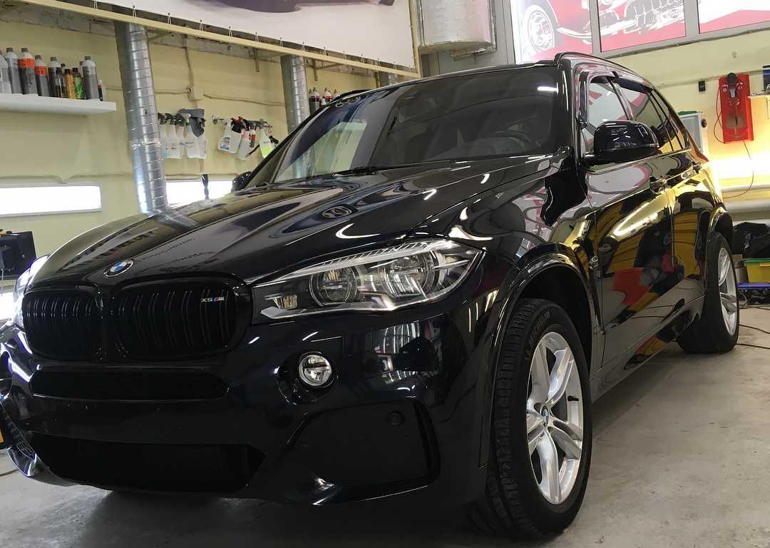 На фото BMW X5 сразу после полировки.