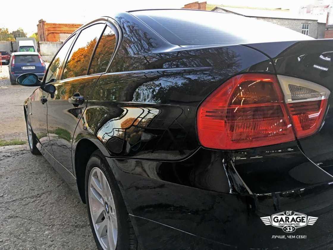 На фото задние фонари BMW 3-Series после полировки.