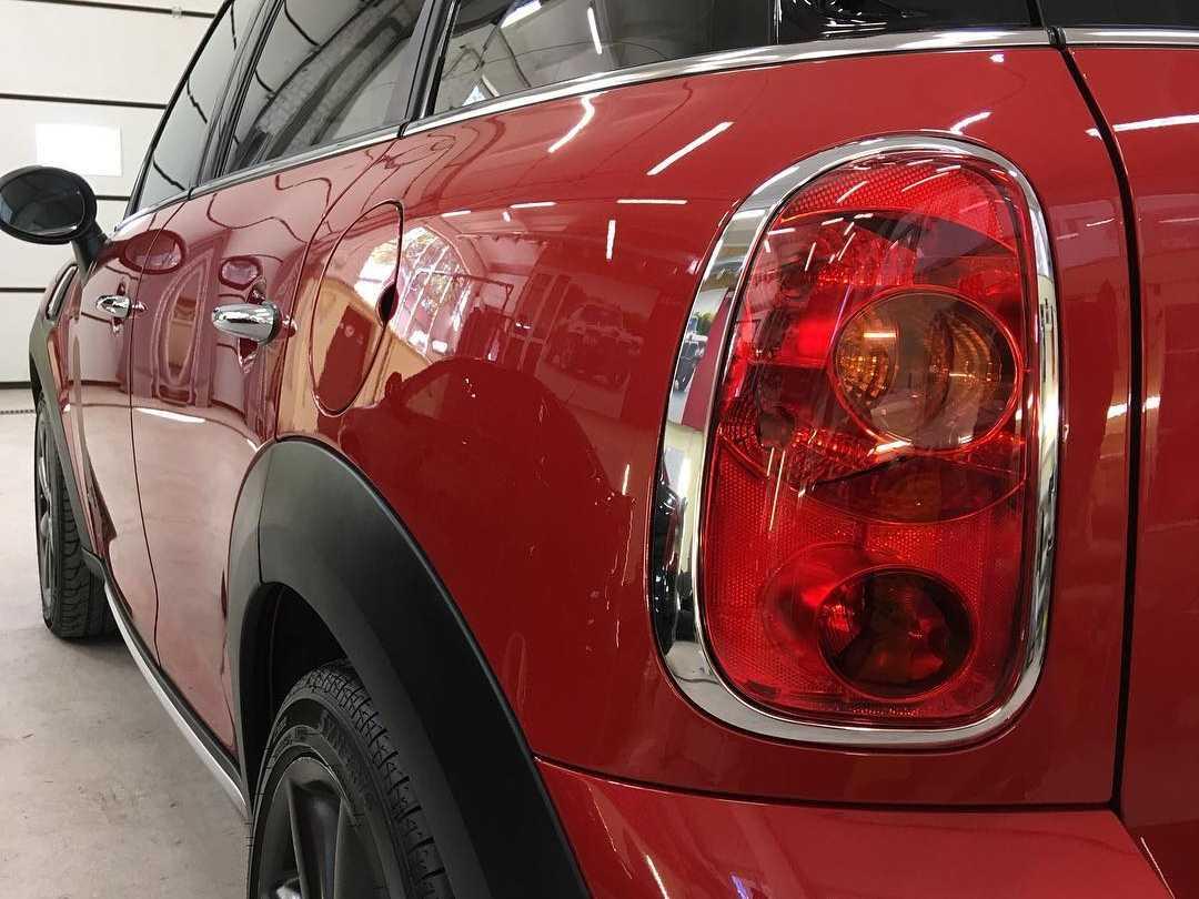 На фото задний фонарь Mini Cooper S после полировки и обработки керамикой.