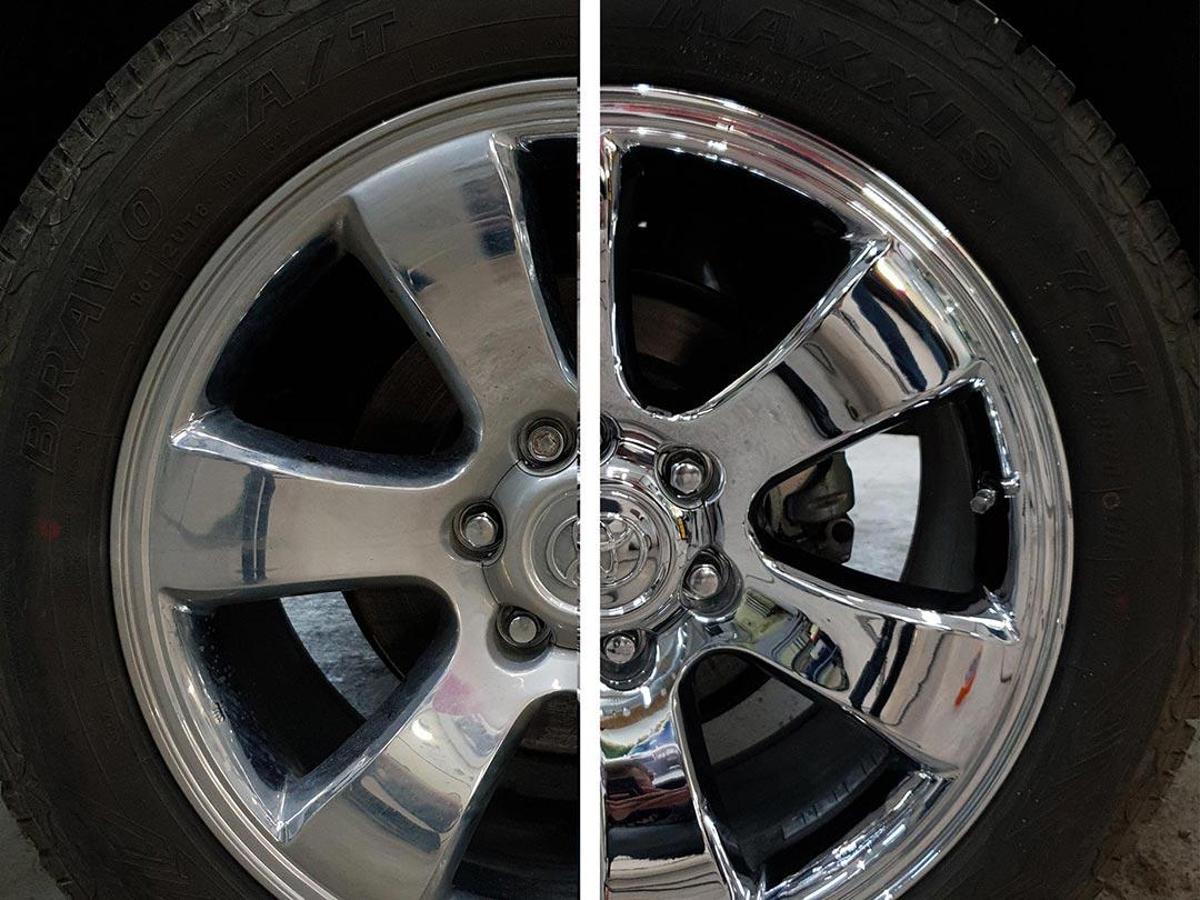 На фото колесный диск Toyota Land Cruiser Prado до и после полировки.