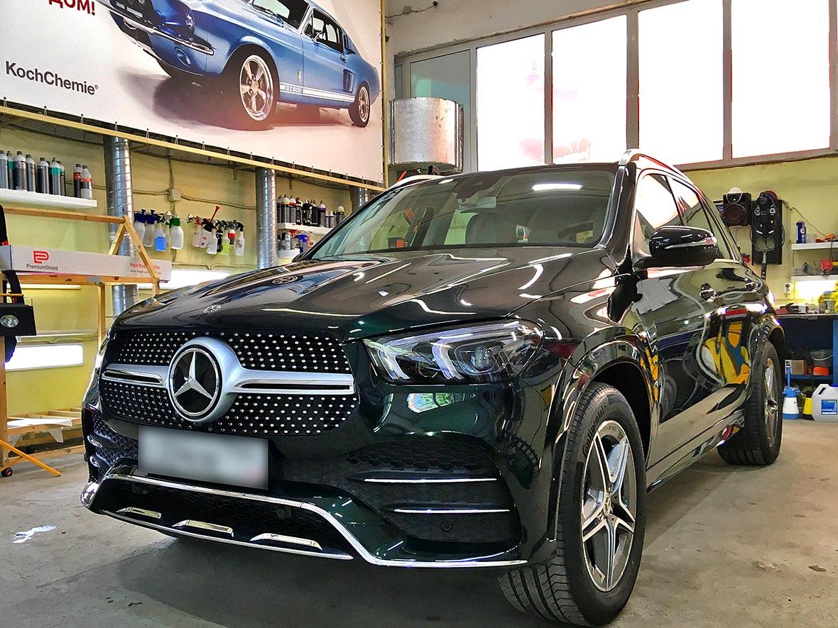 На фото автомобиль Мерседес GLE 300 после обработки керамикой 9H++