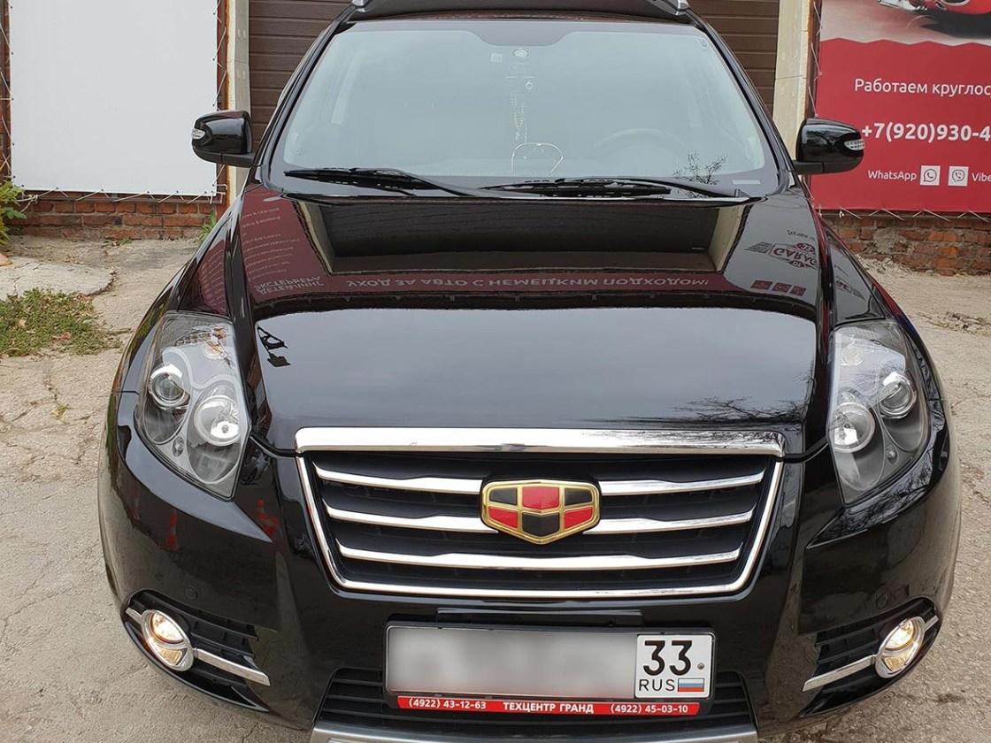 На фото передняя часть автомобиля Гили после обработки керамикой.
