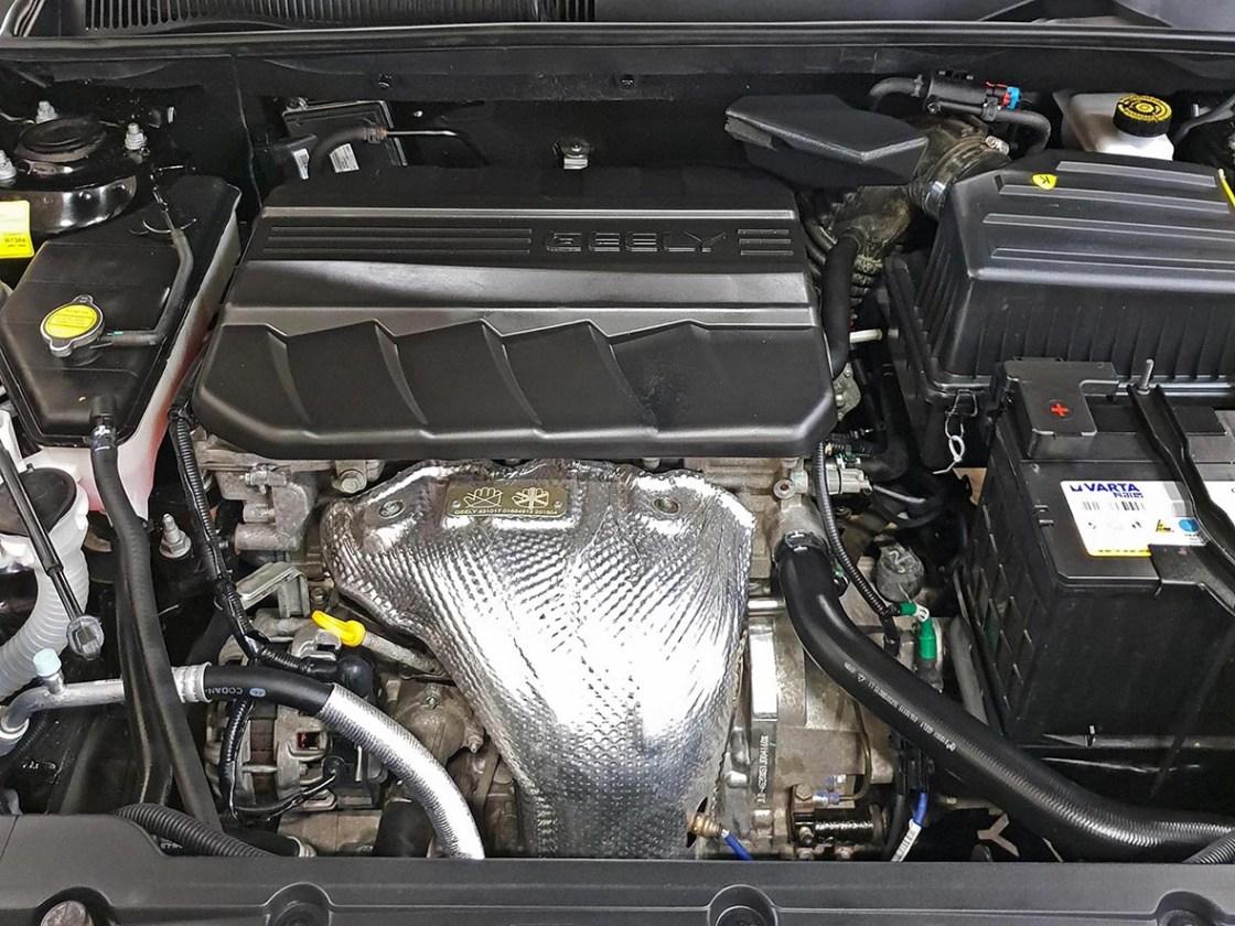 На фото мотор автомобиля Гили после химчистки с консервацией.