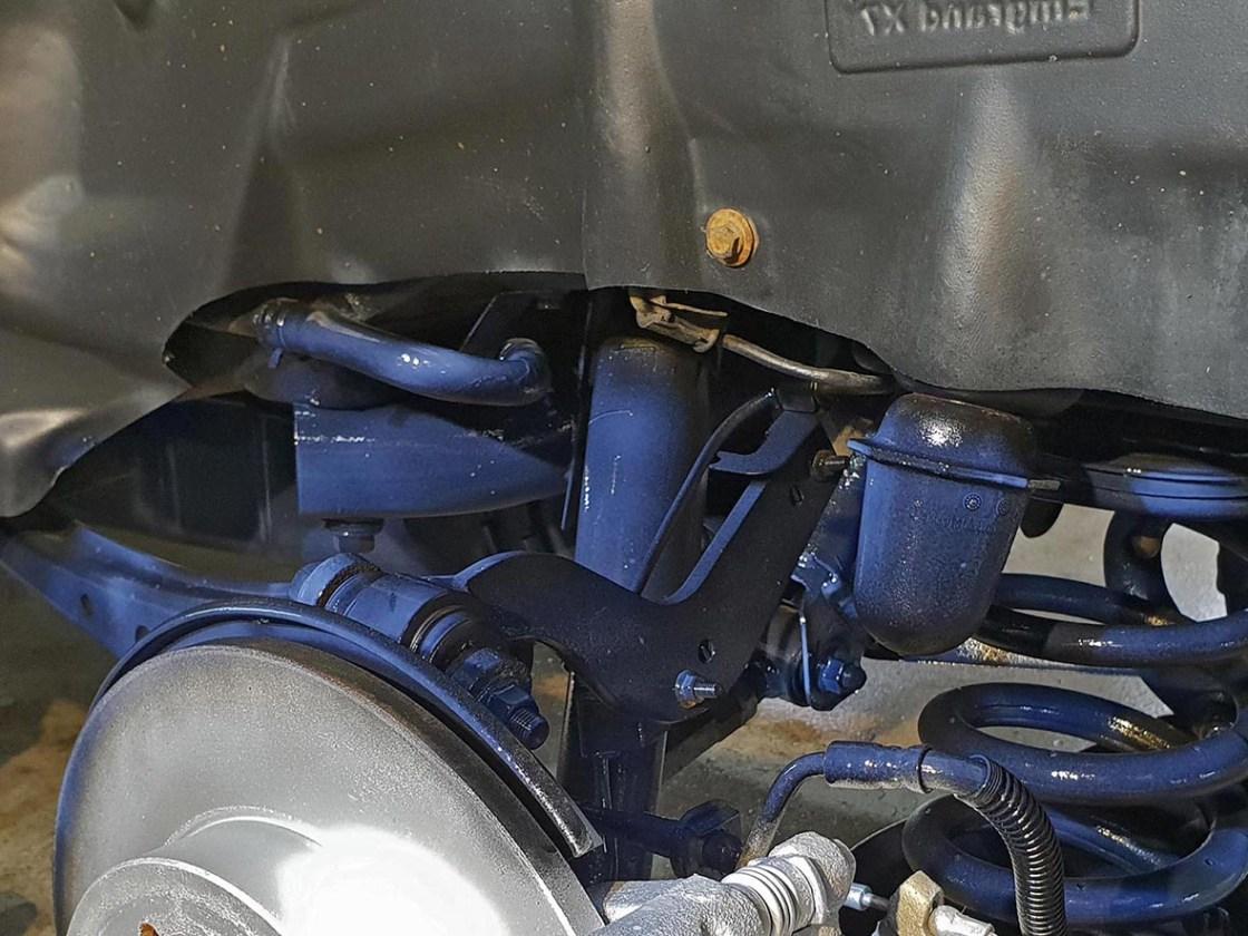 На фото подвеска автомобиля Гили после чистки и обработки защитными консервантами.