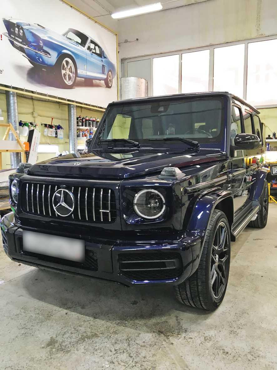 На фото внедорожник класса премиум Mercedes-Benz G-класс после бронирования пленками.