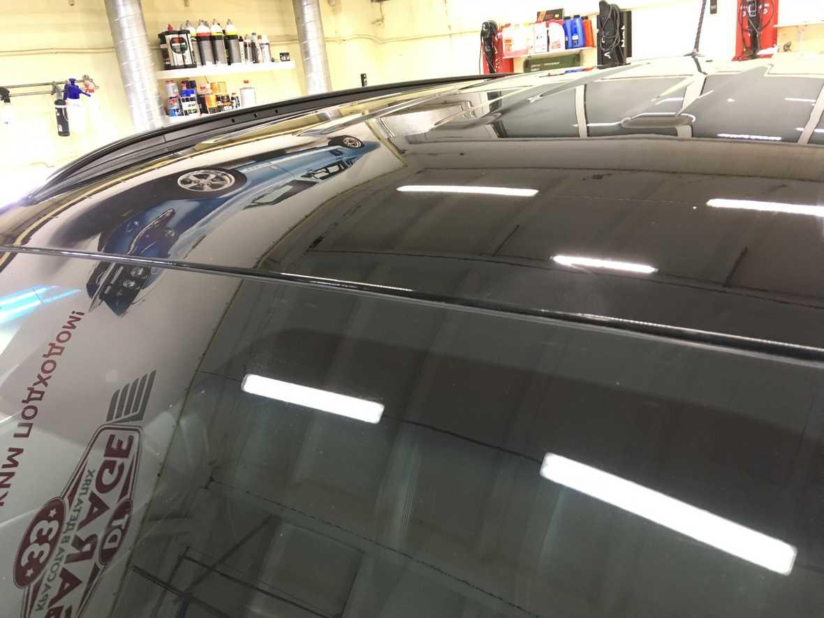 На фото крыша автомобиля Hyundai Santa Fe после удаления сколов и ржавчины.