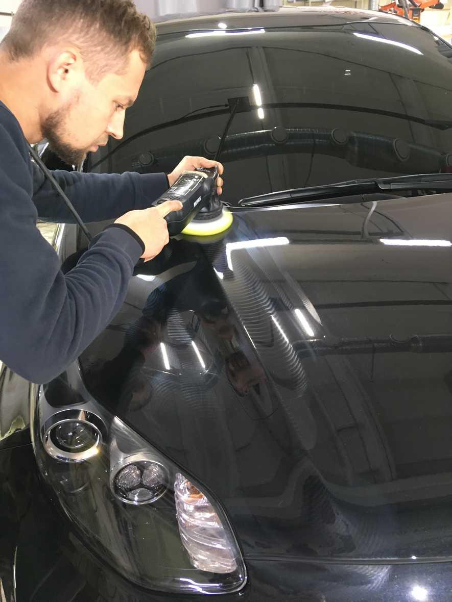 На фото глина для чистки автомобиля.