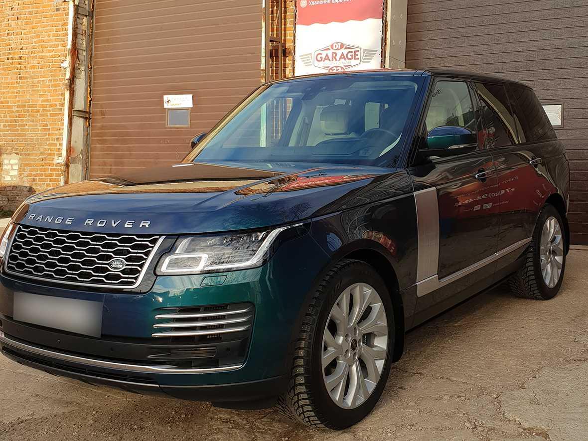 На фото передняя часть Land Rover Range Rover IV после обработки лкп керамикой.