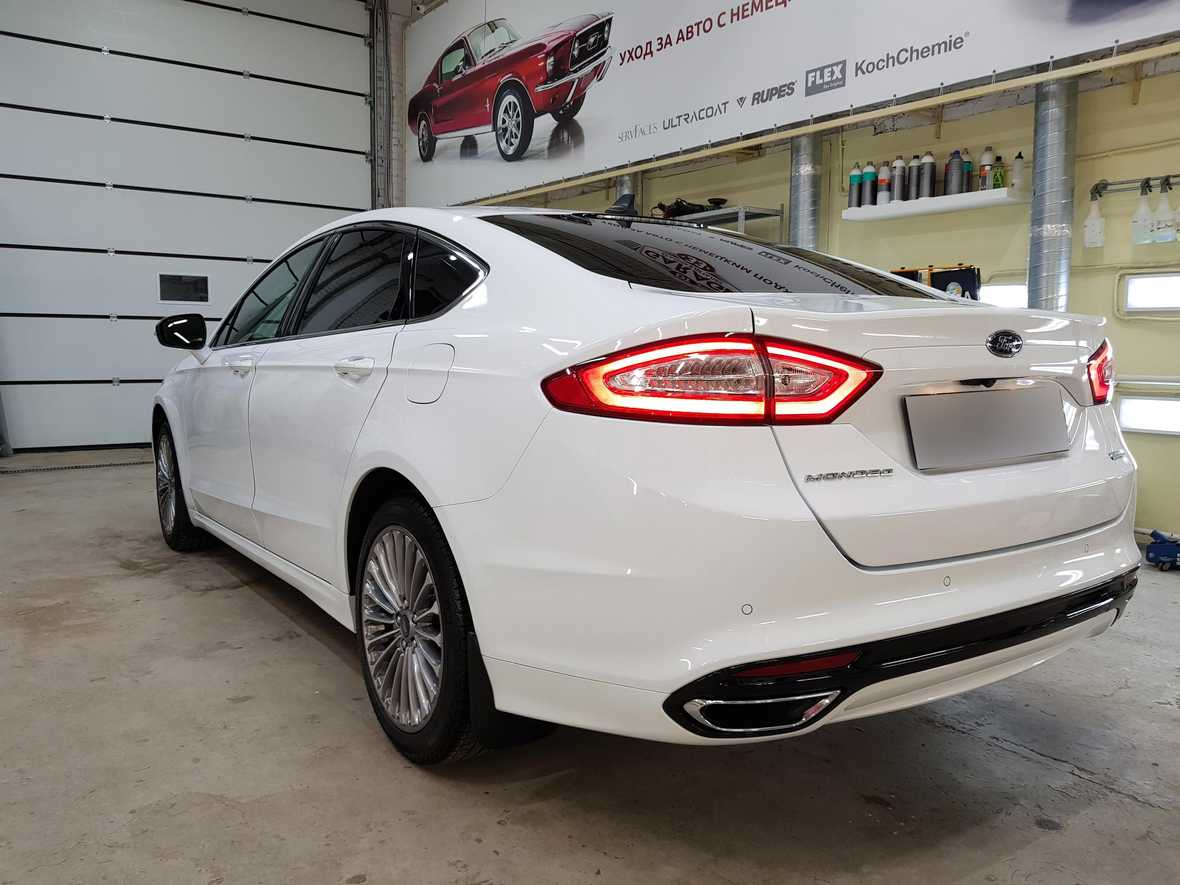 Смотреть на фото автомобиль Ford Mondeo, покрытый американской керамикой.