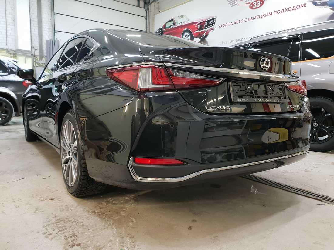 Смотреть фото кормы у Lexus ES250 после полировки и обработки керамической защитой.
