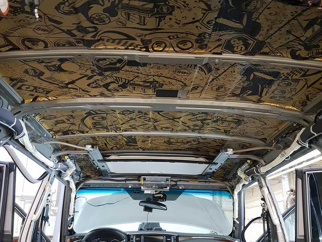 Смотреть на фото как правильно клеить шумку на потолок у Ниссан Патрол.