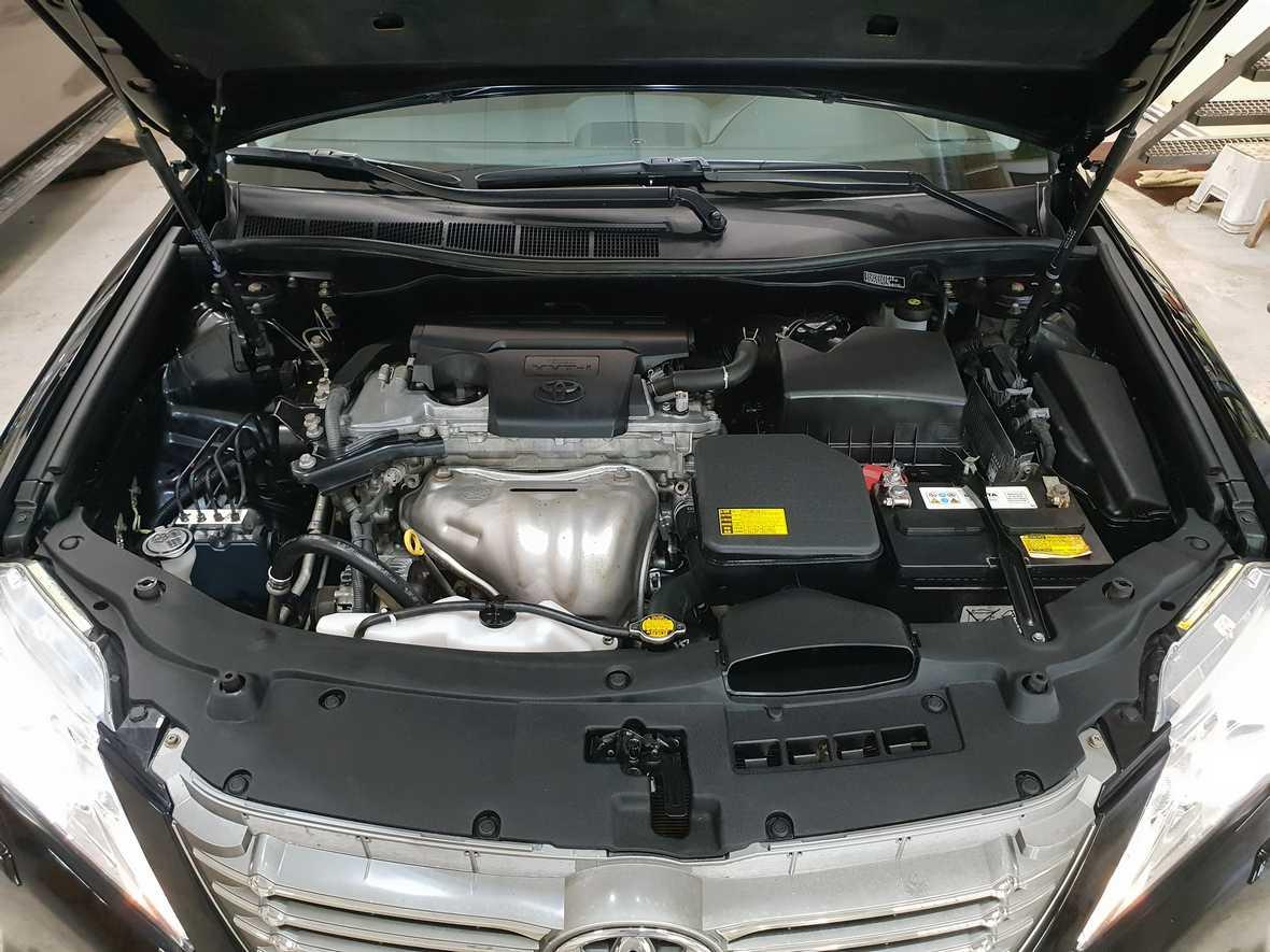 Смотреть на фото двигатель Toyota Camry после мойки в детейлинге DT GARAGE 33 города Владимир.