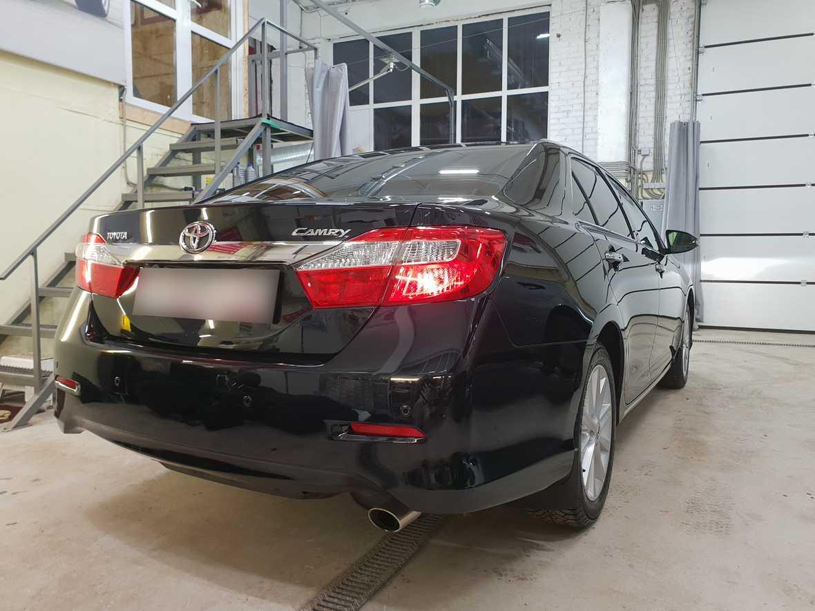 Смотреть на фото Toyota Camry после керамической полировки.