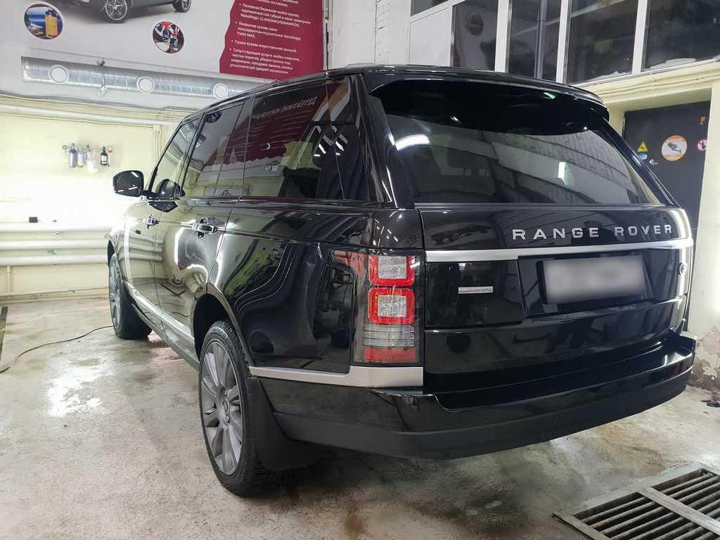 Смотреть на фото фонари Range Rover после полировки и обработки керамикой.