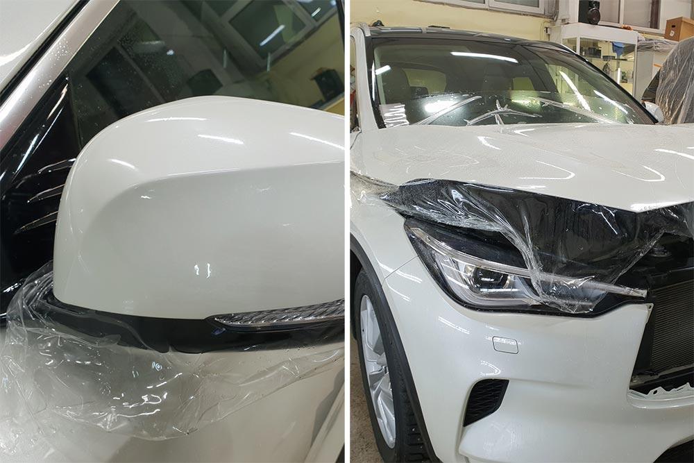 Смотреть на фото процесс поклейки антигравийной пленки Santek на капот и зеркало автомобиля Infiniti QX50.