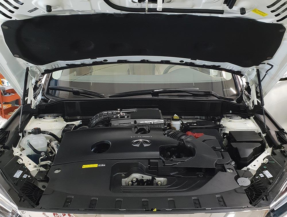 Смотреть фото мотора Infiniti QX50 после мойки с консервацией в мастерской DT GARAGE 33 г.Владимир.