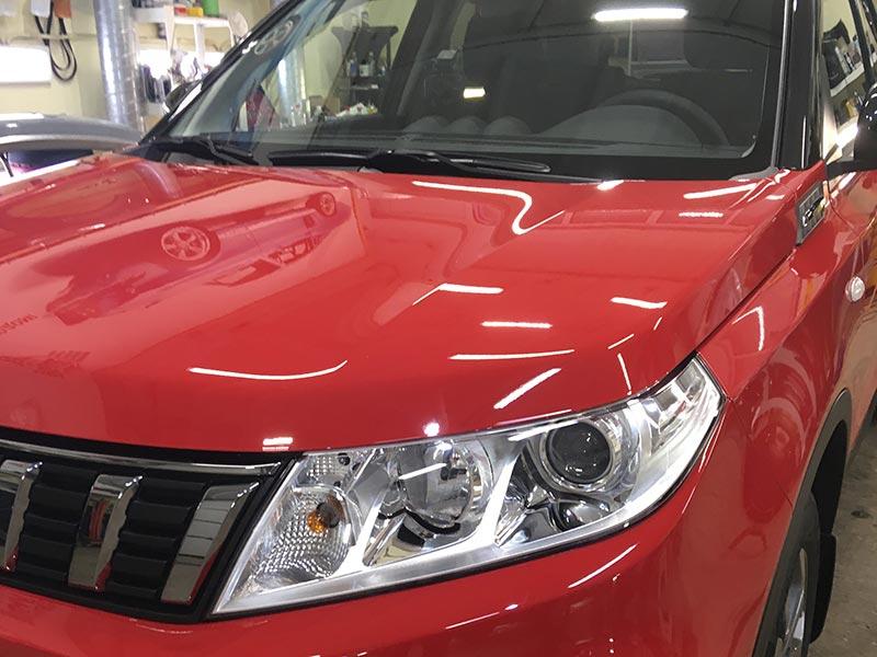 Смотреть на фото Suzuki Vitara 2020 года после полировки и обработки твердой керамикой.