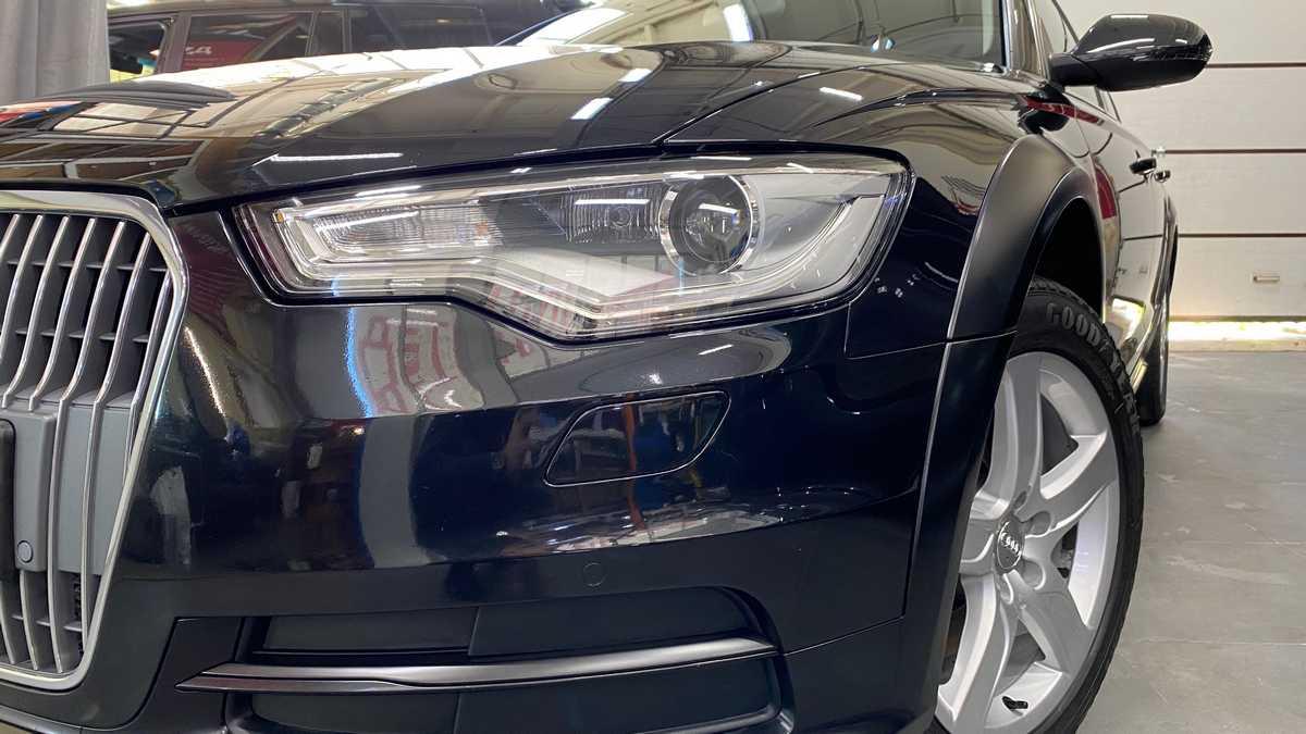 Посмотрите фотографии Audi A6 allroad с деталями, частично покрытыми матовой антибликовой пленкой.