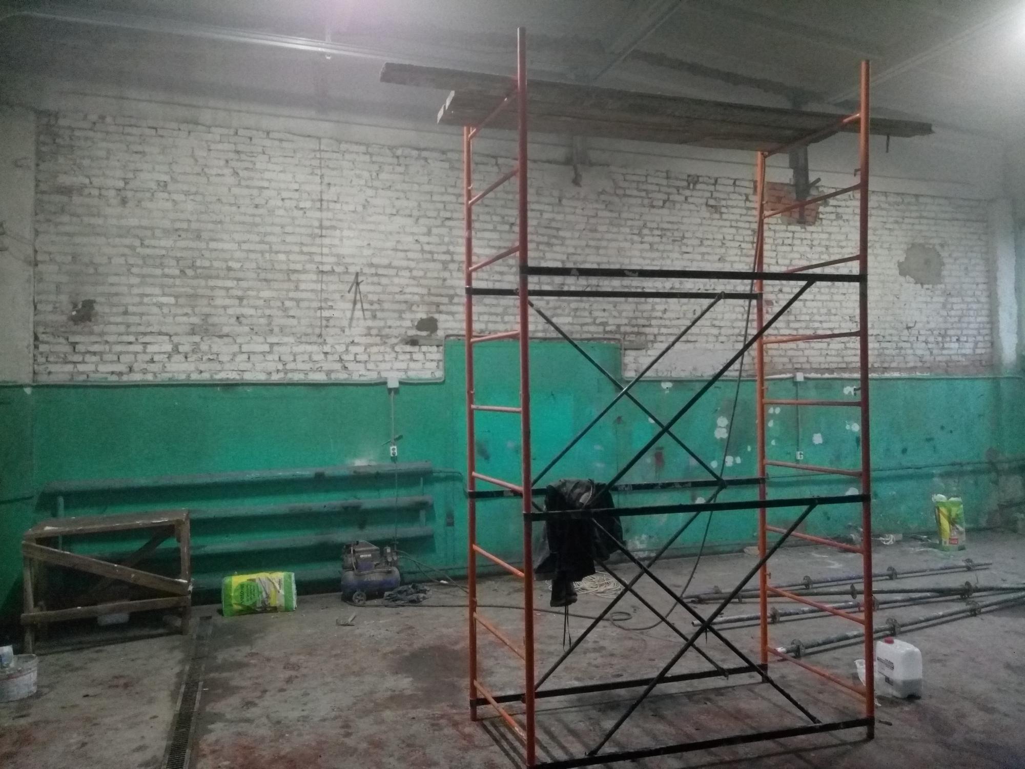 Смотреть на фото помещение, которое в 2017 году арендовала фирма «DT GARAGE 33». Город Владимир.