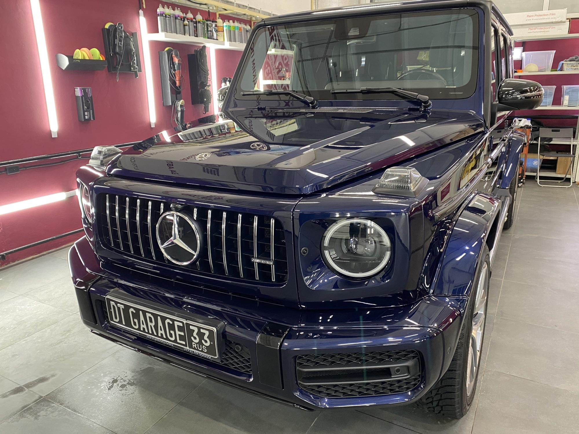 На фото Mercedes Benz G-class после обработки качественным жидким стеклом.