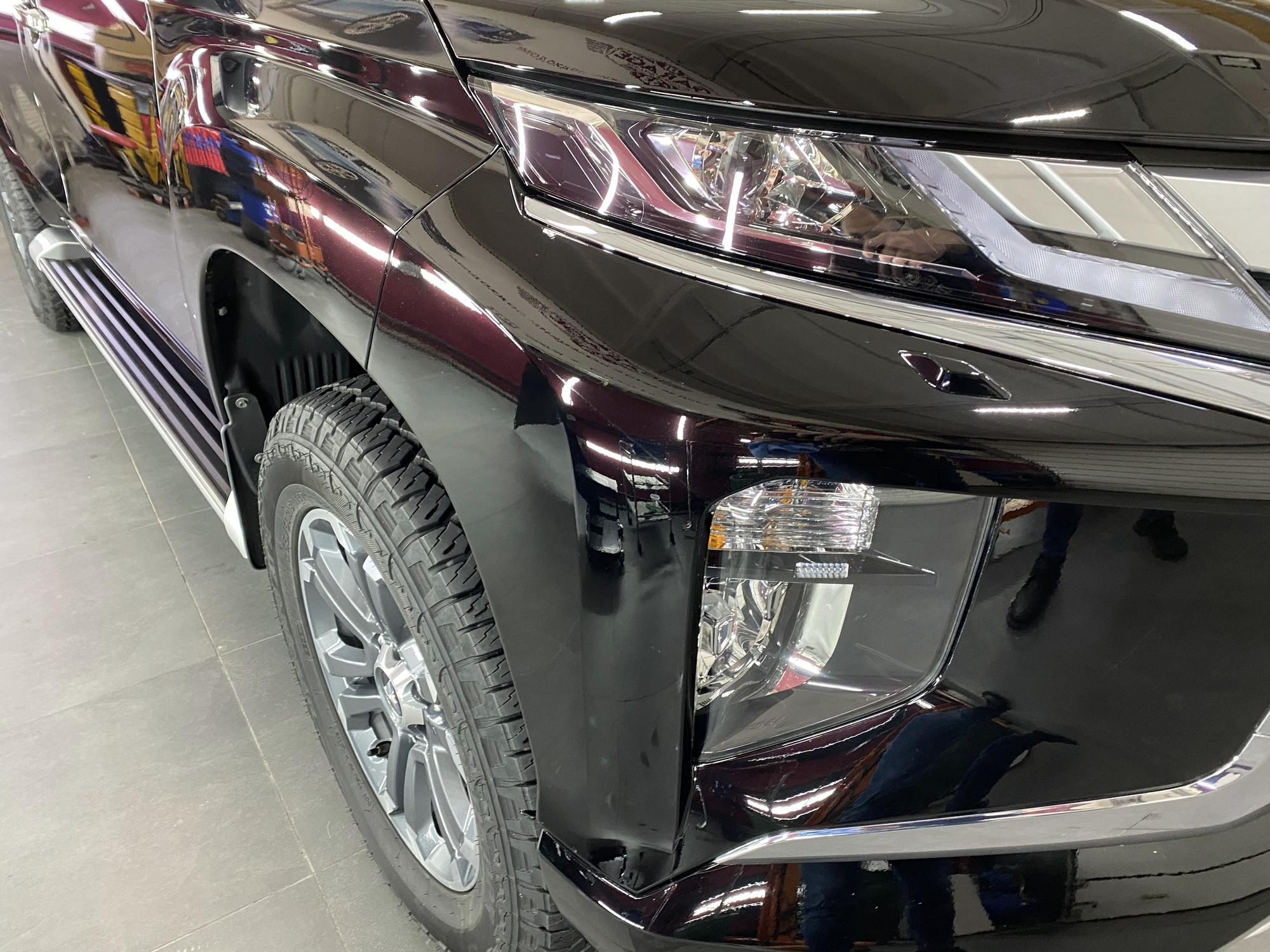 Смотреть бампер Mitsubishi Pajero после локальной покраски с переходом повреждения.