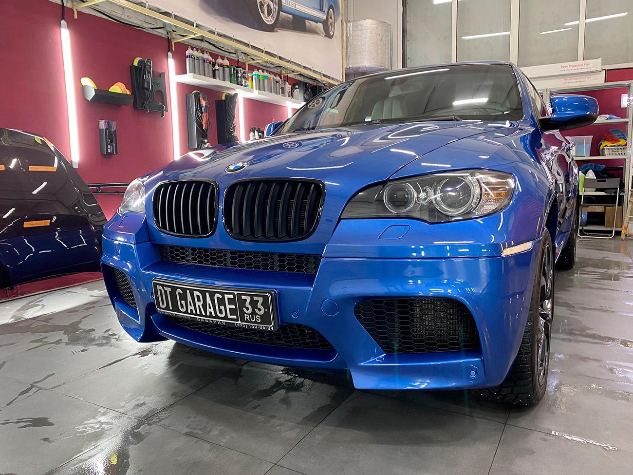 Смотреть на фото BMW X6M 2010 года после полировки.