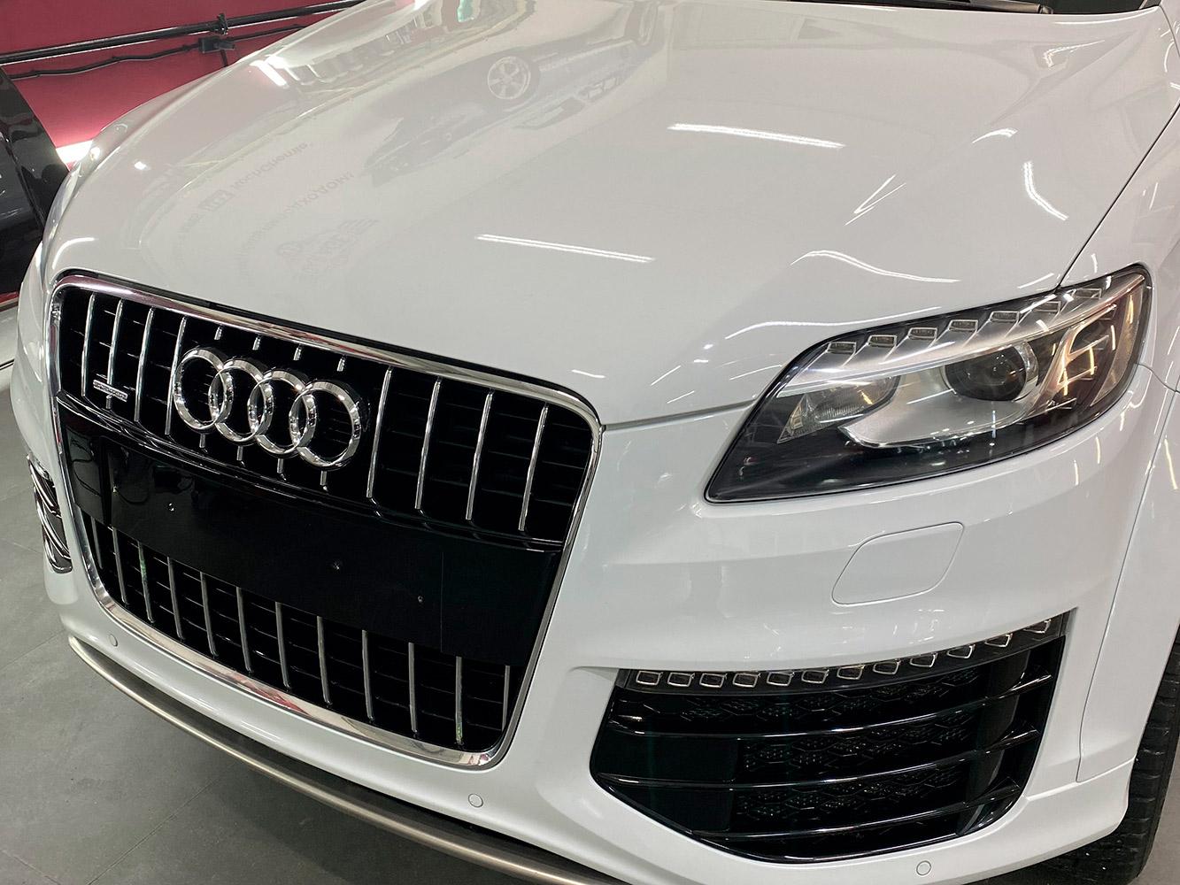 Смотреть фото Audi Q7 после детейлинг-мойки, удаления пятен и ремонта сколов.